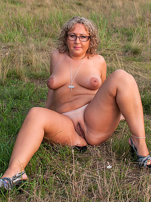 xxx free grown up nudes outdoors