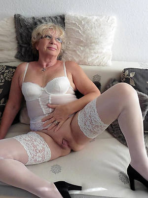 sweet nude old lady pics