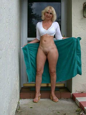 wild mature moms nude pics