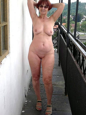easy downcast mature porno pictures