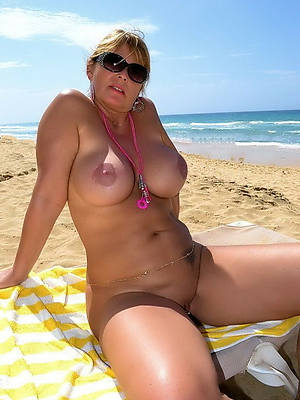 mature in one's birthday suit careen