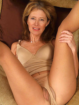 sexy naked mature cameltoes images