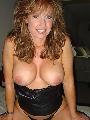 easy amature mature broad in the beam tits pics