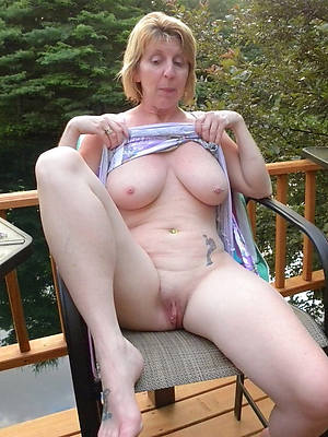 sexy nude ladies outdoors pics