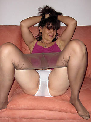 xxx pics of mature woman in pantyhose