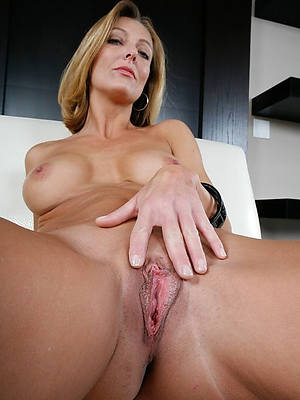 amateur mature vulva porn