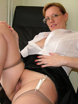sexy naked mature in glasses pic