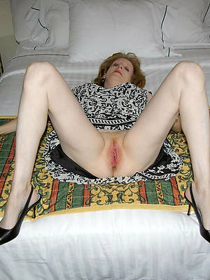 mature leg show porn pics