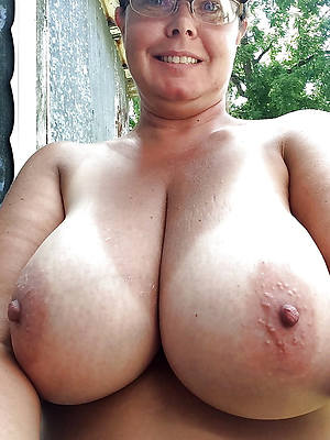 naked pics of mature amatuer boobs