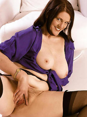 dear nude brunette mature be hung up on