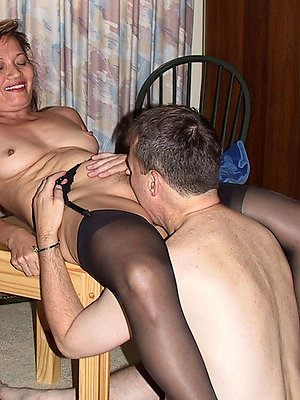 xxx unconforming pulse mature pussy eating