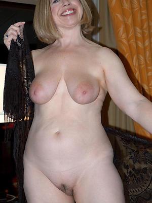 naked mature column saggy tits