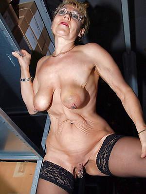 denude mature women saggy interior foto
