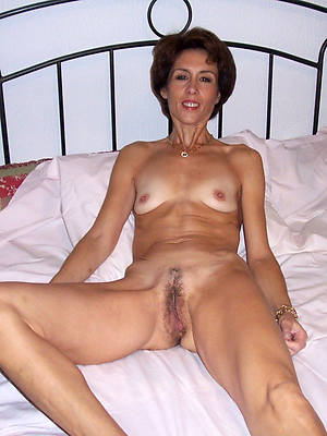 sweet nude skinny mature wife