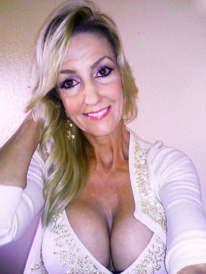 free porn pics of mature beauty selfie