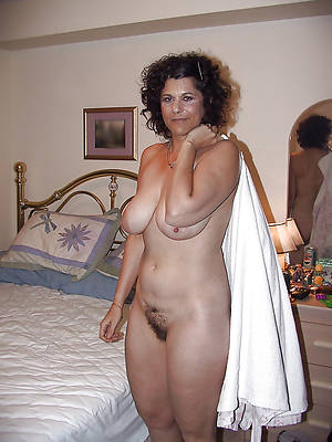 sexy naked mature upfront milf