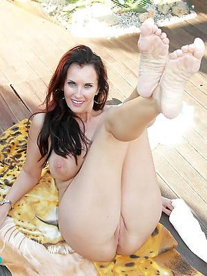 morose naked mature women with morose legs