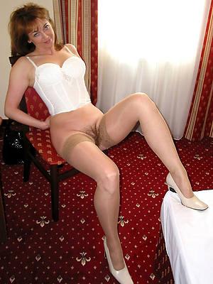 hot mature legs pictures