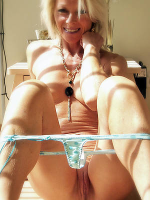 best mature nudes shows pussy