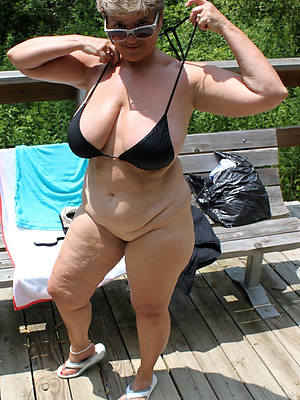 comely mature bikini beach pics