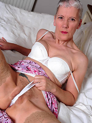mature women with cameltoe pics