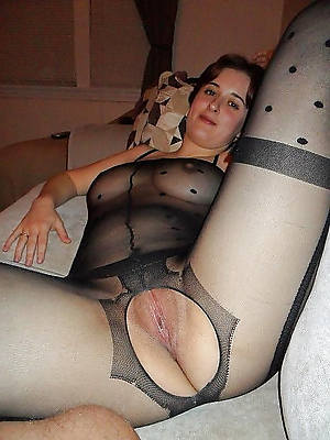 mature nylon hands shows pussy