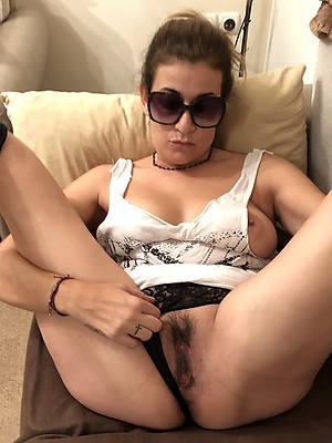 mature amateur ladies shows pussy