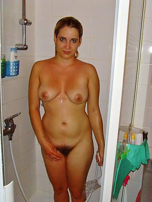busty mature shower tyro pics
