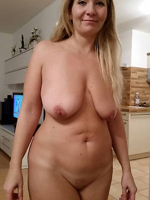 naked private matures shows pussy