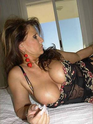 naked beautiful mature sweeping foto