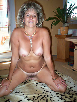 unconforming porn pics of hot mature girlfriend revealed