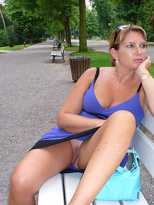 free mature upskirt porno pictures