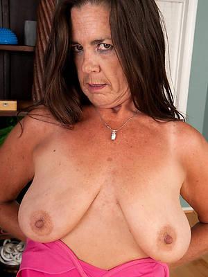 unorthodox amateur saggy mature women