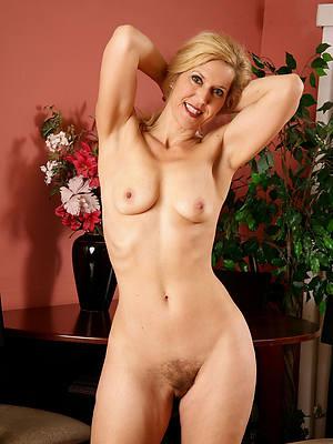 sexy blonde mature strata porns