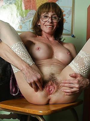 petite mature pussy spread nude pics