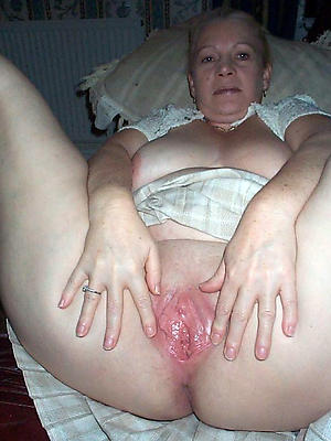 mature shaved pussy pics posing nude
