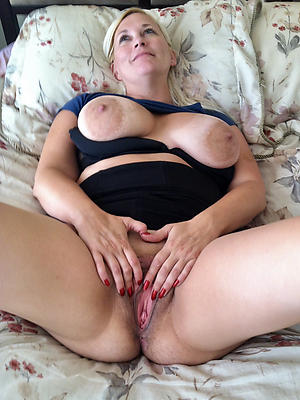 hotties mature shaved pussy pics