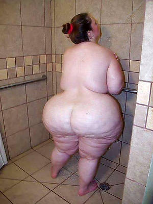 free inferior busty full-grown shower naked pics
