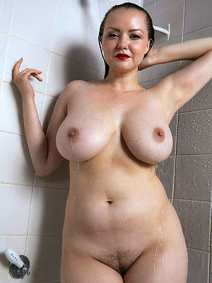 really mature column in shower displaying her pussy
