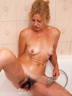 hot sexy mature women in shower nude pics