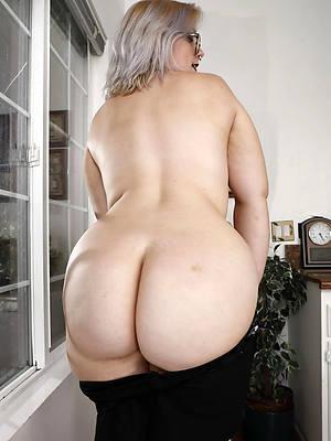 petite naked beamy booty mature