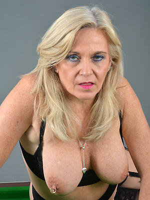 hot milf mature displaying her pussy