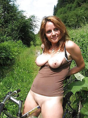 beautiful naked mature open-air pussy