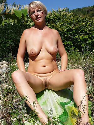 nude outdoor mature displaying her pussy