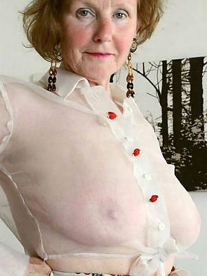 mature ladies 60 displaying their way pussy