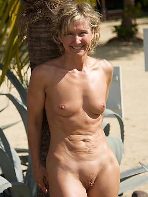 grown-up women at strand porn pics