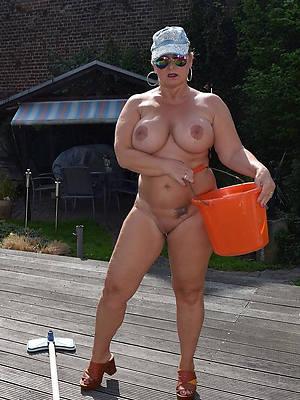 amateur nude mature women outdoors pics