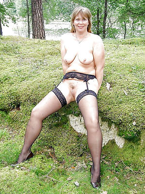 free pics of mature outdoor pussy