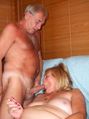 naked pics of mature sex couples