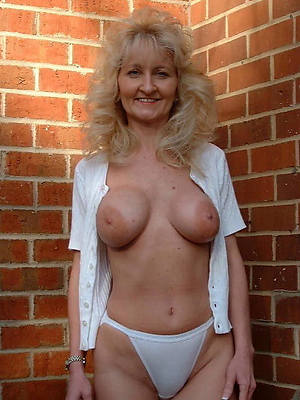 naked pics of mature moms in panties